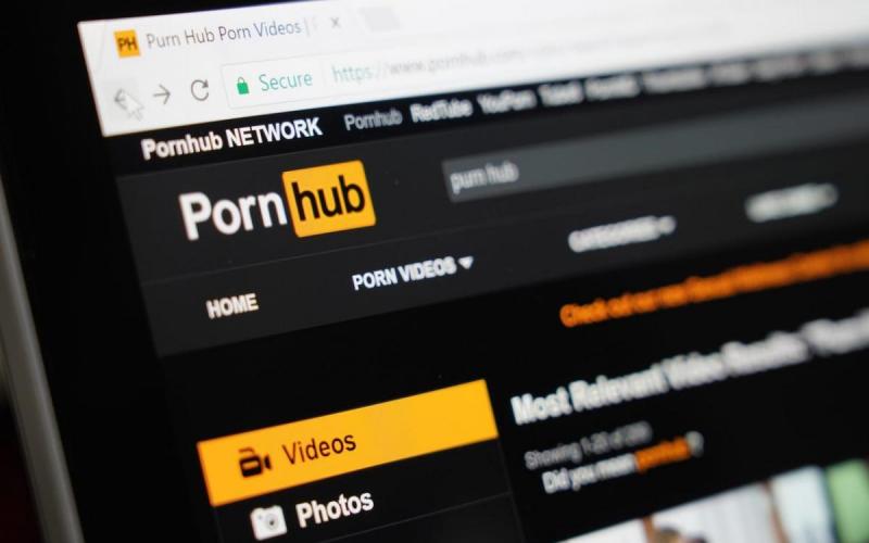 На время карантина Pornhub открыл доступ к премиум-подписке всем пользователям и призвал оставаться дома